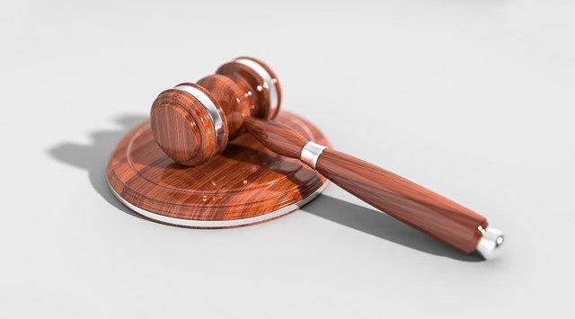 La différence entre le droit public et le droit privé